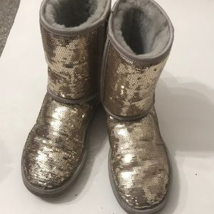 Ugg boot gold size 7 in Excellent shape
